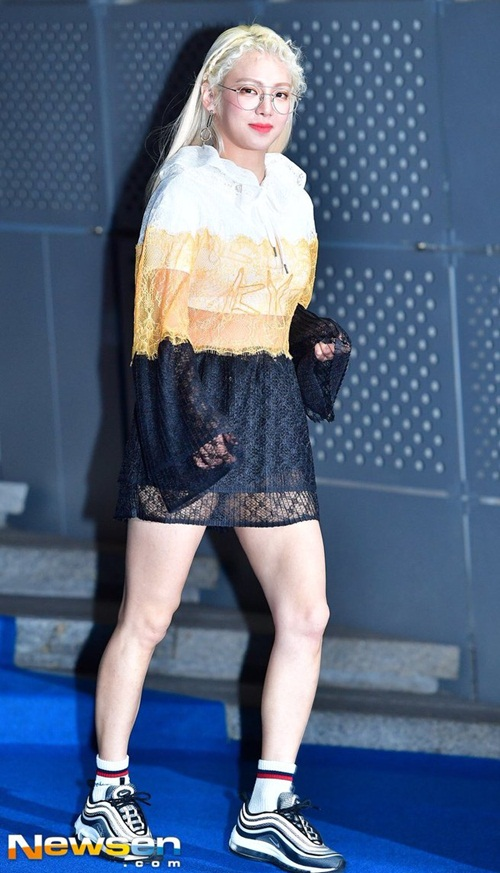 loat-sao-han-gay-dau-mat-nguoi-xem-o-seoul-fashion-week-2