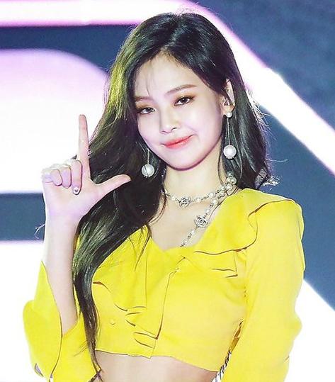 my-nhan-sang-chanh-jennie-co-me-cool-ngau-khong-kem-con-gai-4