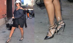 Rihanna lại gây sốt rần rần với đôi giày 'quái gở' bọc túi nylon