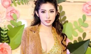 Lâu lắm mới thấy Khổng Tú Quỳnh mặc sexy, nhảy bốc lửa