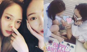 Sao Hàn 25/10: Jessica - Krystal thân mật, Tiffany khoe mắt cười đáng yêu