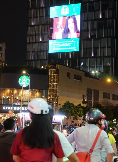 fan-chi-pu-choi-lon-mua-han-billboard-de-quang-ba-cho-show-debut-cua-than-tuong-1