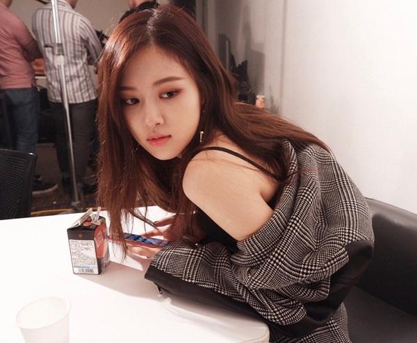 sao-han-26-10-kai-exo-khoe-co-bung-hut-mat-dara-cosplay-xuong-kho-4