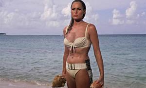 Tò mò với câu chuyện về bộ bikini trắng nổi tiếng nhất màn ảnh