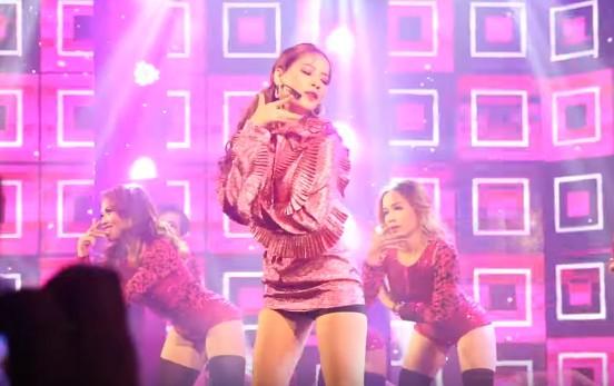 vua-debut-chinh-thuc-tren-san-khau-chi-pu-da-bi-nghi-ngo-hat-nhep-1