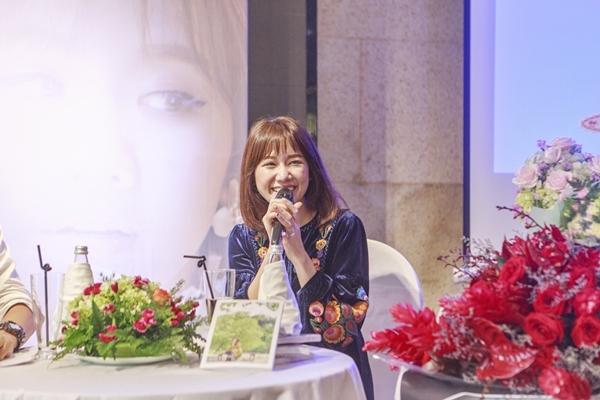 hari-won-bat-khoc-khi-nghe-me-chong-dong-vien-vuot-scandal-3