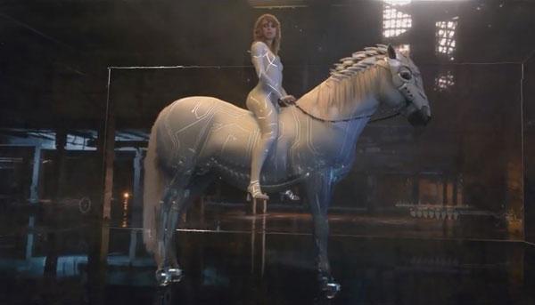 Taylor Swift quá đỗi gợi cảm trong hình tượng nữ robot mang linh hồn con người
