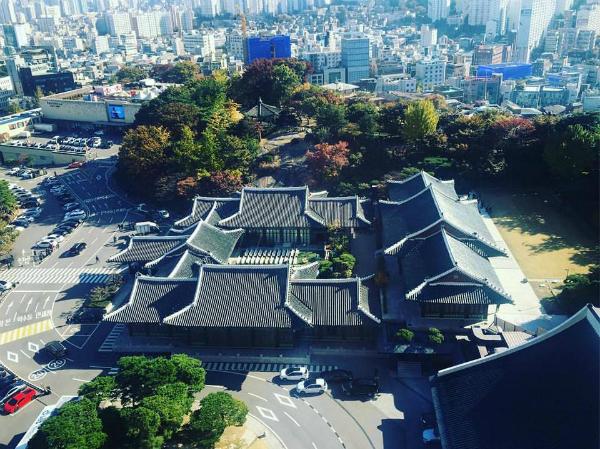 bo-song-joong-ki-gian-di-xuat-hien-tai-khach-san-5