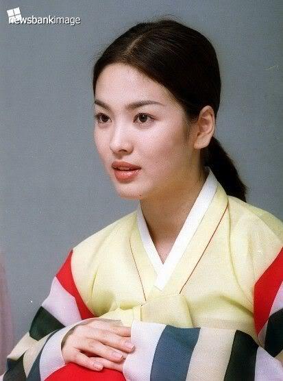 chiec-vay-hanbok-danh-cho-song-hye-kyo-trong-le-cuoi-4