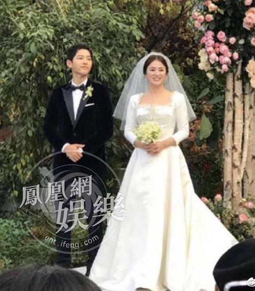 dien-cung-hang-vay-cuoi-song-hye-kyo-trong-gian-di-hon-han-angelababy
