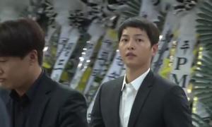 Sau đám cưới, Song Joong Ki đến viếng tài tử Kim Joo Hyuk