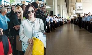 T-ara được cả trăm bảo vệ hộ tống khi đến TP HCM