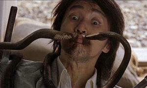 Màn phi dao hài hước nhất của Châu Tinh Trì trong 'Tuyệt đỉnh kungfu'