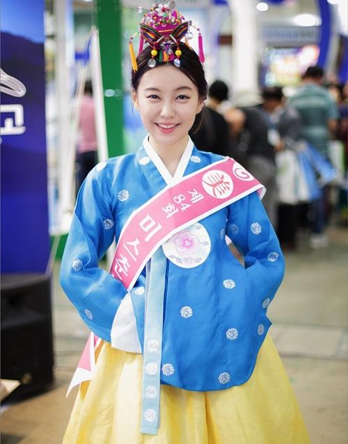 co-gai-thoi-tiet-co-nhan-sac-chang-kem-than-tuong-kpop-3