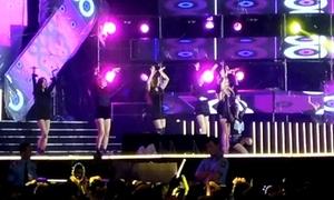 T-ara hát nhảy 'Number 9' trên sân khấu concert ở Việt Nam