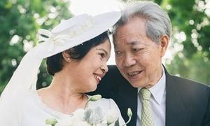 Con trai tặng bố mẹ bộ ảnh cưới đầu tiên sau 45 năm