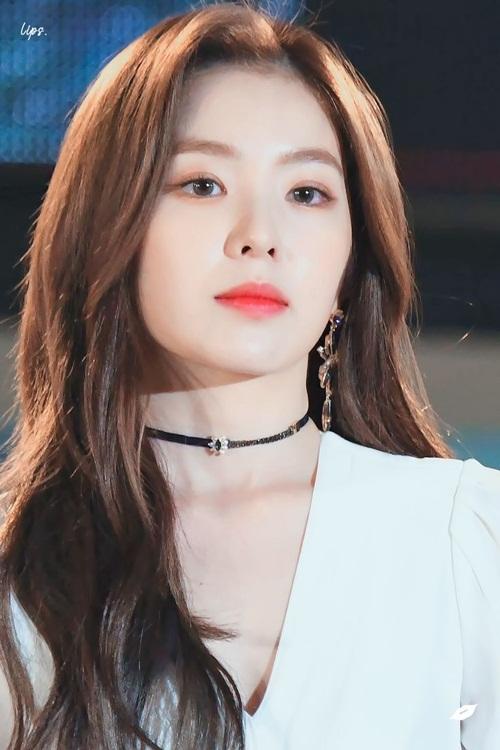 8-idol-la-nu-nam-than-nu-than-truong-hoc-khi-chua-debut-1