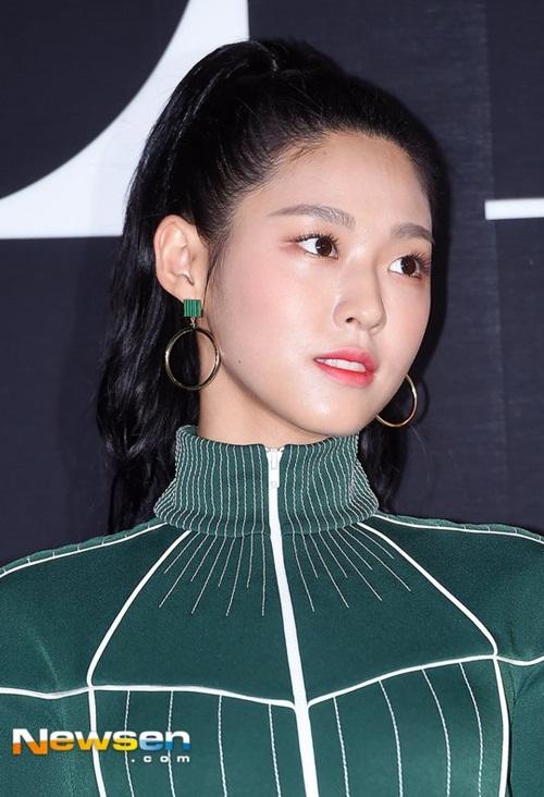 yoon-ah-nhan-mua-loi-khen-khi-do-sac-seol-hyun-irene-2