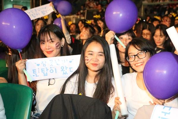 fan-viet-doi-mua-di-gap-hang-loat-sao-kpop-6