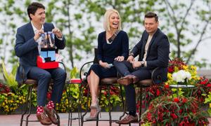 Những đôi tất sặc sỡ của Thủ tướng Canada