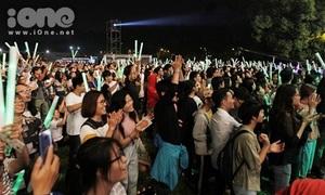 Giới trẻ Hà thành chen chân 'quẩy' đêm nhạc điện tử