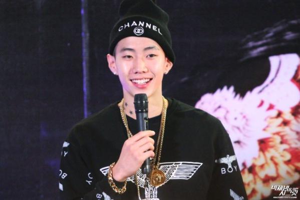 6-idol-kpop-co-thoi-quen-la-chi-fan-cung-moi-nhan-ra-2