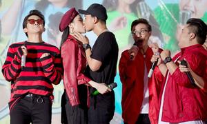 Angela Phương Trinh hôn Hữu Vi trước đám đông