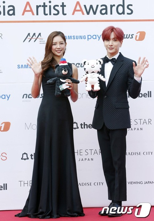 dan-sao-kpop-hung-hau-xuat-hien-tren-tham-do-asia-artist-awards-2-3