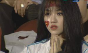Vài giây lên truyền hình, 3 cô gái 'hút hồn' fan bóng đá