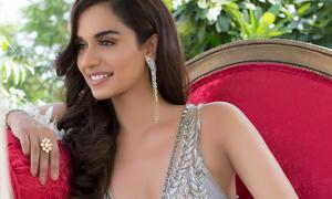 Vẻ đẹp mặn mà của tân Hoa hậu Thế giới 20 tuổi