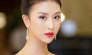 Quỳnh Anh Shyn xuống sắc vì lỗi trang điểm 'mắt cụp mắt xòe'