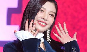 Red Velvet gây sốt khi khoe sơn móng tay tông xuyệt tông màu makeup
