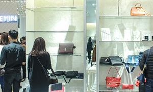 Black Friday: Khách xếp hàng cả tiếng, nhiều shop hết sạch đồ để bán
