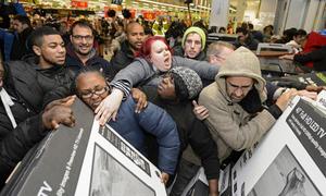 Black Friday 2017: Người Mỹ dẫm đạp, xô xát, đánh nhau giành mua đồ