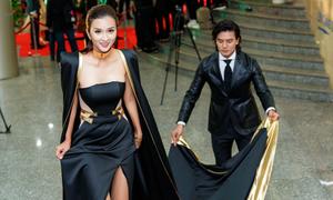 Người đẹp Việt diện váy dài 5 m 'càn quét' thảm đỏ liên hoan phim