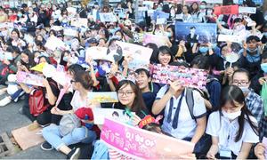 MAMA 2017 ở Việt Nam: Fan vây kín nhà hát trước giờ G