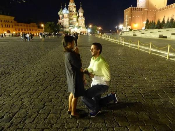 Rob cầu hôn Joli tại Moscow (Nga).