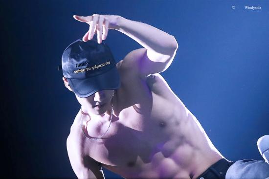 3-khoanh-khac-an-tuong-trong-concert-hoanh-trang-cua-exo