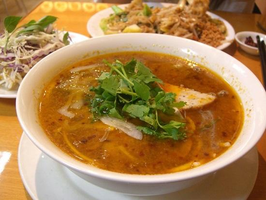 nhung-mon-an-viet-nam-ngon-noi-tieng-khong-kem-gi-pho-1