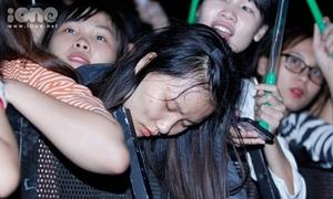 Nhiều fan nữ ngất xỉu trong liveshow 20 nghìn người của Noo Phước Thịnh