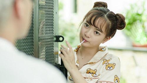 hot-girl-dong-phim-nguoi-mot-phut-thanh-sao-ke-mai-khong-noi