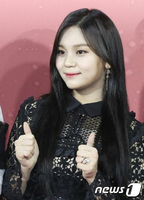 Từ sau khi giảm cân, Um Ji ngày càng xinh đẹp, là đại diện nhan sắc của nhóm.