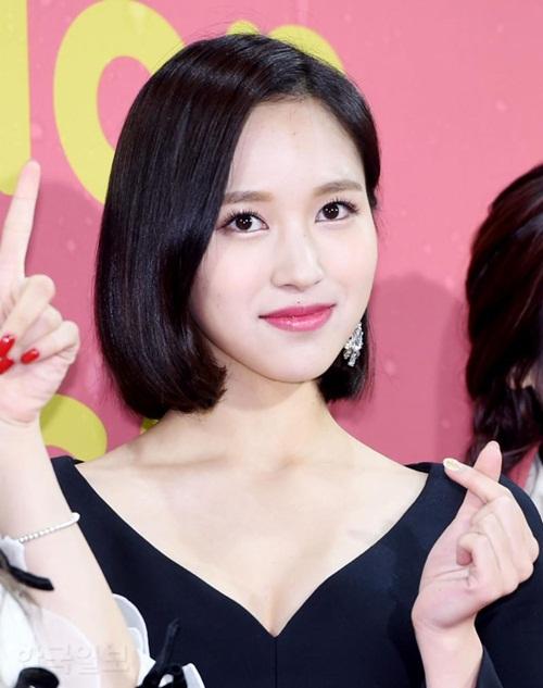 Mina khoe kiểu tóc ngắn mới cắt.