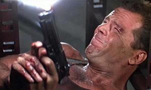 Cảnh đấu súng trong 'Die Hard' khiến nam diễn viên điếc một bên tai
