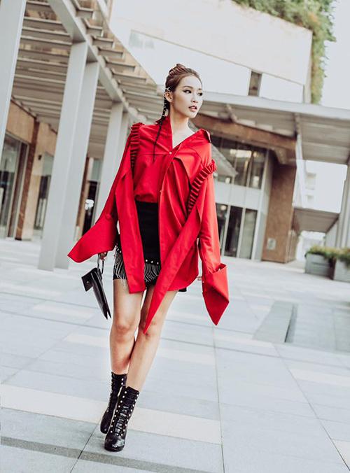street-style-sao-viet-tuan-qua-nguoi-layer-am-ap-ke-vay-ngan-sexy-3