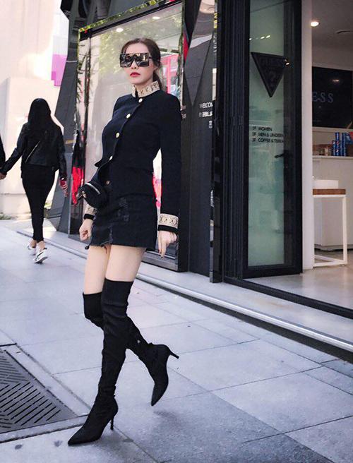 street-style-sao-viet-tuan-qua-nguoi-layer-am-ap-ke-vay-ngan-sexy-4