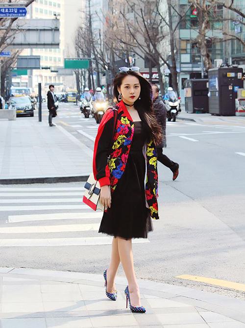 street-style-sao-viet-tuan-qua-nguoi-layer-am-ap-ke-vay-ngan-sexy-6