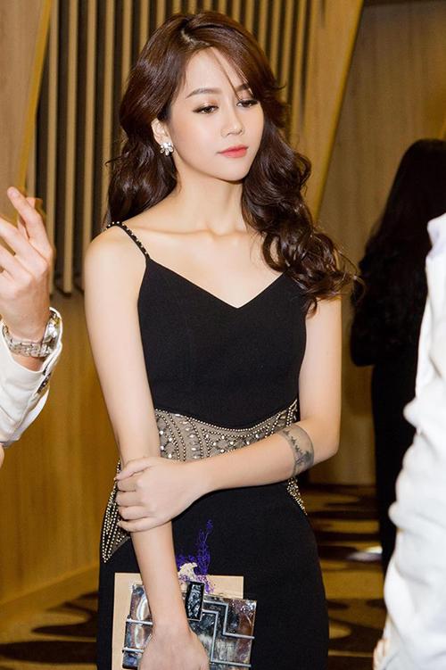 hot-girl-viet-len-doi-dang-cap-thoi-trang-du-tiec-tu-khi-vao-showbiz-6