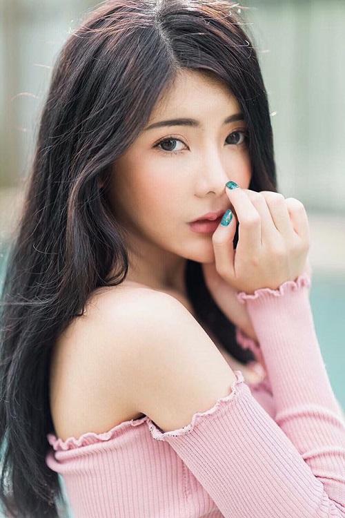 hot-girl-thai-lan-gay-sot-voi-than-hinh-chu-s-sieu-goi-cam-3