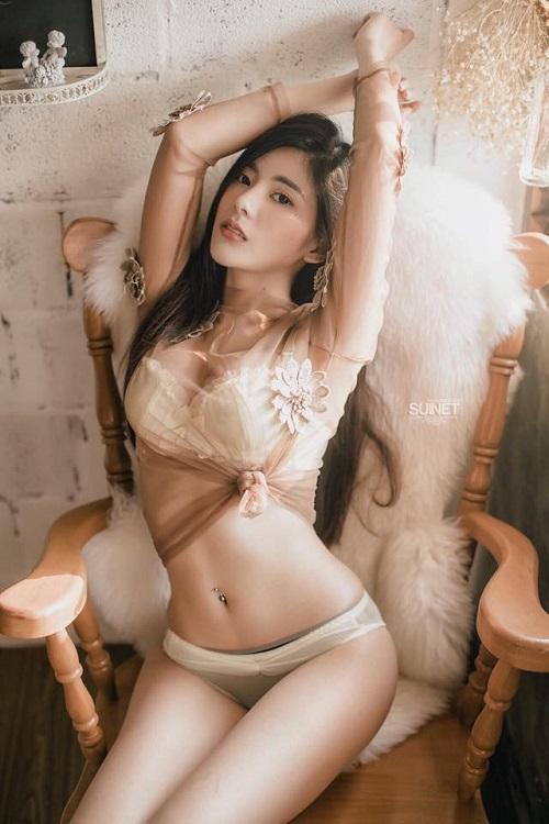 hot-girl-thai-lan-gay-sot-voi-than-hinh-chu-s-sieu-goi-cam-7